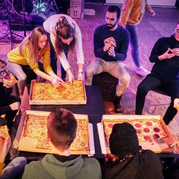 Wir lieben Gott und Pizza